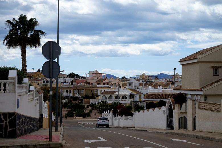 Urbanisatie 7 - De huisjes op de urbanisatie zijn verschillend en staan door elkaar qua type en grootte, hier een doorkijkje door een straatje naar be
