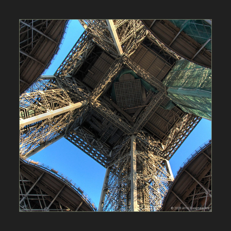 Parijs Tour Eiffel3 - Enkele foto&#039;s van deze massa metaal.<br /> <br /> Zelfde foto als gisteren <br /> <br /> Ik vertelde gisteren al dat er