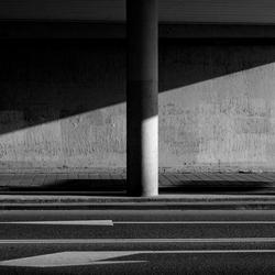 onder een viaduct