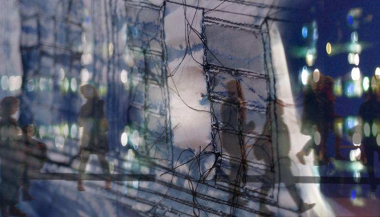 film zonder scenario - digitale beeldvorming met een compositie als opstijgende straatklanken in het aquarium van de nacht,<br /> <br /> by rita hey