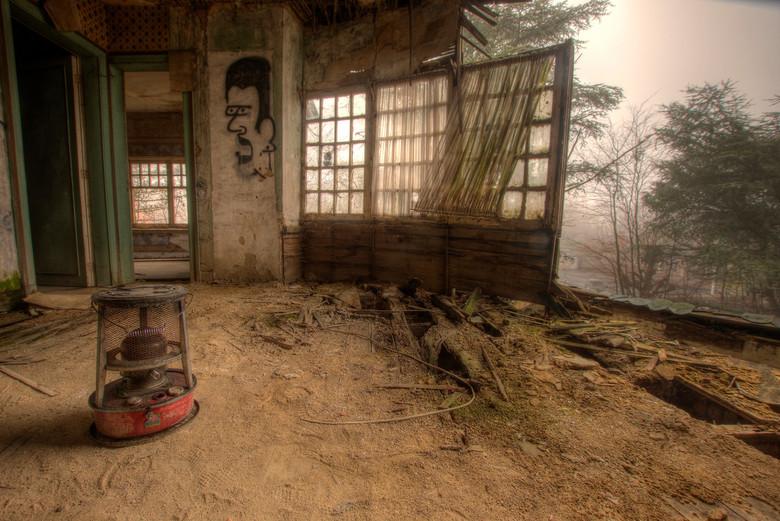 Tochtstrips - Buiten hangt er vandaag een flinke mist, binnen zou het er behaaglijk warm kunnen zijn, ware het niet dat de ramen niet gesloten kunnen