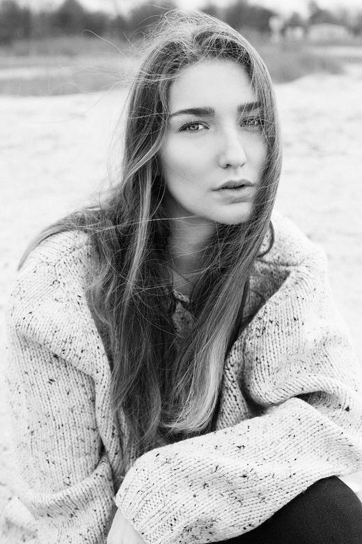 A cold day at the beach - Model: Fardau van der Mark<br /> locatie: Strand Workum<br />