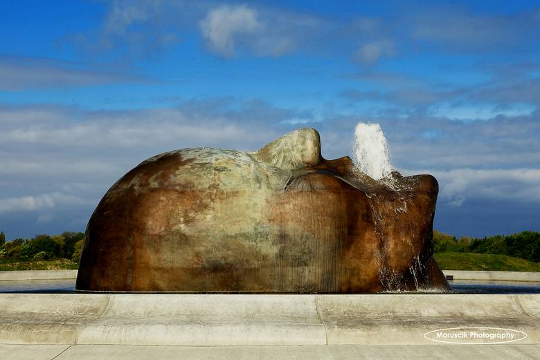 Fontein - Bij Malmö arena ligt deze fantastisch fontein