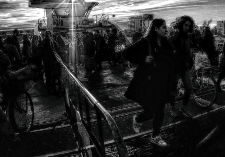 Veer Volk - groot zien aub<br /> <br /> <br /> de gratis veerboten of pontjes naar verschillende bestemmingen in Amsterdam een fraaie goedkope mani
