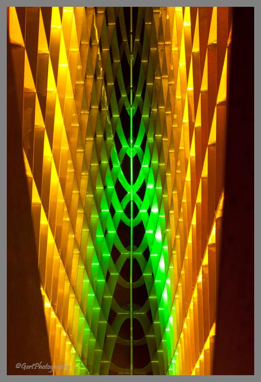 Velden van Nevel - Kunstwerk bij Hoogeveen dat 's avonds van binnenuit verlicht wordt. Zie ook de oudere foto's op mijn site in zwart-wit.