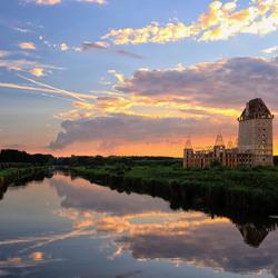 zonsondergang bij kasteel Almere
