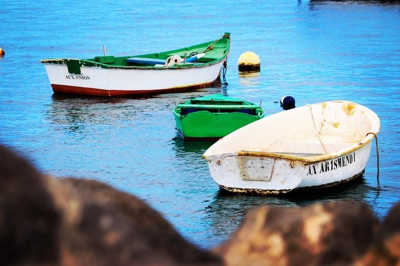 Vissers bootjes - Vissers bootjes voor anker bij de kust van Playa Blanca