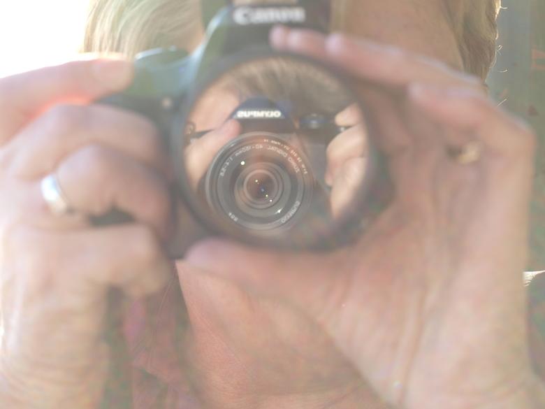 foto van een lens in een lens. - Foto van een lens in een lens.<br /> Kwalitatief misschien geen hoogstandje, maar ik vind hem wel leuk.