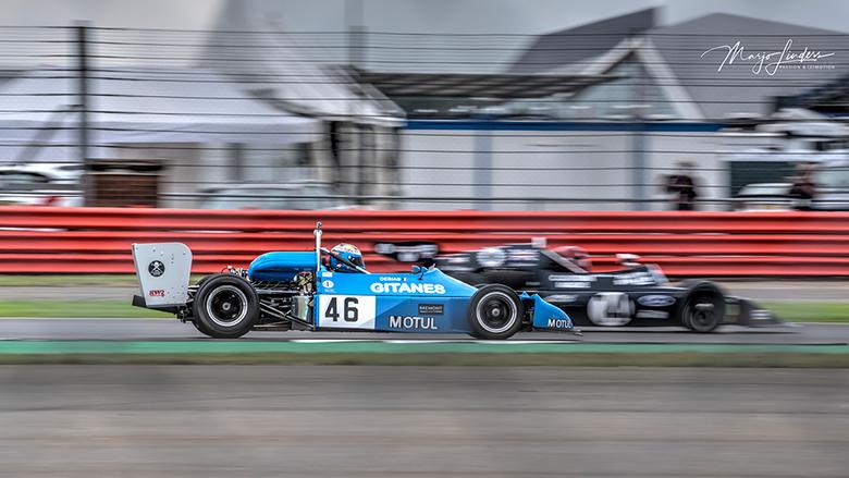 Panning door een hekwerk - Inhaalactie Circuit Silverstone<br /> F10  S1/80  ISO50