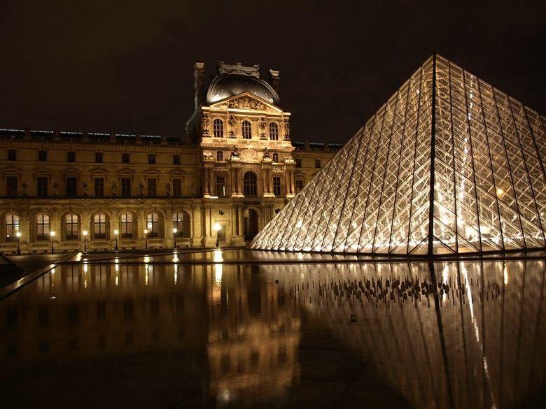 Het Louvre - Parijs 2009 - 5 - 0,77 sec. - f 2.8 - 100 Iso