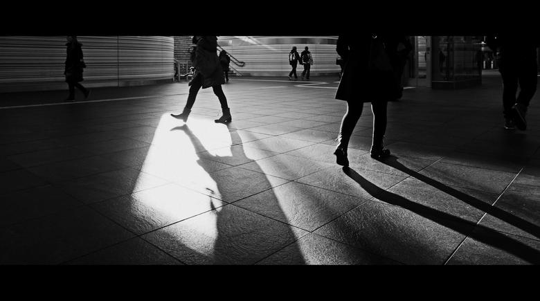 Fascinated by the shadows . . .  - Op weg naar de ijsbaan . . .tijdens een overstap met de trein nog net even tijd voor een foto.<br />