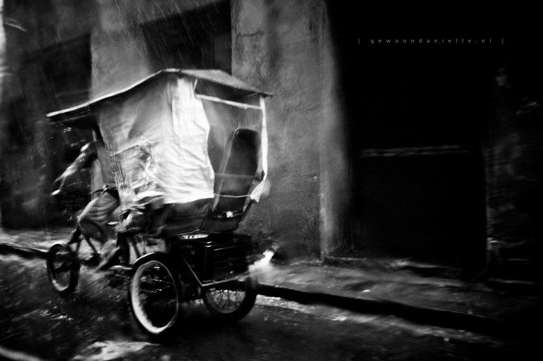 ||||||||||||||||||||| II - Tweede variant van de vorige foto. Ook gemaakt vanuit de auto in Havana in de stortregen. <br /> <br /> Prachtige stad.<b