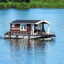 Drijvend huisje op de rivier de Amer.