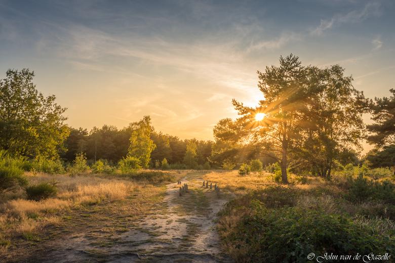Putten zonsondergang - Deze opname heb ik vlak bij vakantiepark de Heihaas te Putten tijdens de zonsondergang gemaakt.<br /> <br /> Bedank, voor jul