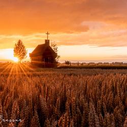 kapel in het gouden uur