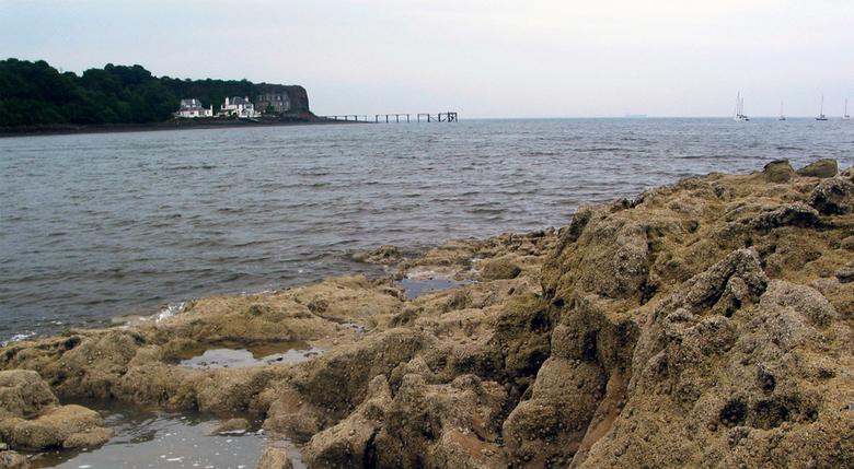 De Noordzee vanaf de overkant - Een oudje, van onze vakantie naar Schotland. Dit was alweer op de terugweg en hier is de kust vrij rotsachtig. Het lij