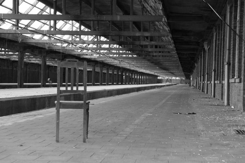 Lonely chair - Laatste plaats op dit verlaten station.