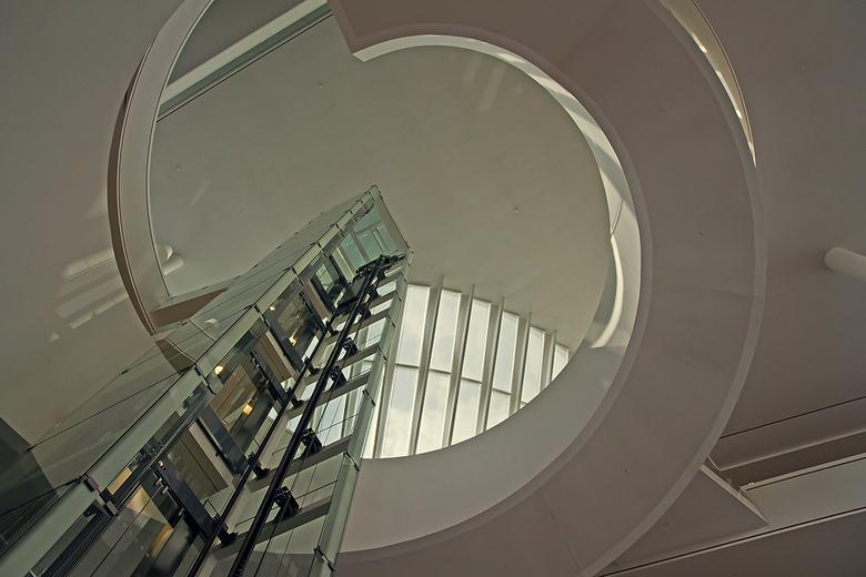 Stadhuis Nieuwegein 11 - De lift in de hal