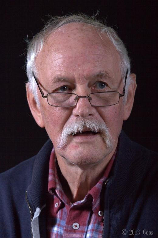 Oefenportret 3 - Op de fotoclub portretten gemaakt. Dit is Andries, het oudste lid, inmiddels erelid. Hij maakte in november 1972 de oprichtingsvergad