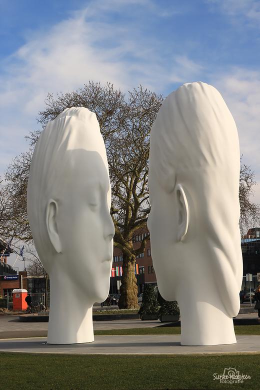 De mistfontein  - De mistfontein van Plensa op het stationsplein in Leeuwarden. Het beeld is geplaatst in het kader van Leeuwarden Culturele Hoofdstad
