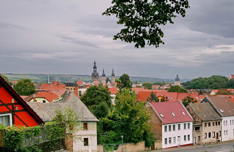 Lutherstadt Eisleben. - De meer dan 1000 jaar oude stad ligt in het oostelijke Harz voorland, en is omgeven door een zacht heuvellandschap.<br /> Eis