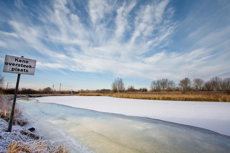 Kano Oversteekplaats - Winters landschap nabij Gouda, Zuid-Holland.
