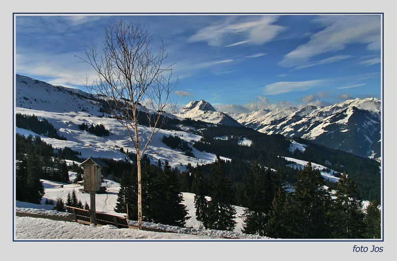 Kitzbuhel Alpen - 'n uitzicht over de Kitzbuhel Alpen. Op het bankje links onder hebben we natuurlijk heerlijk zitten relaxen en genoten van het