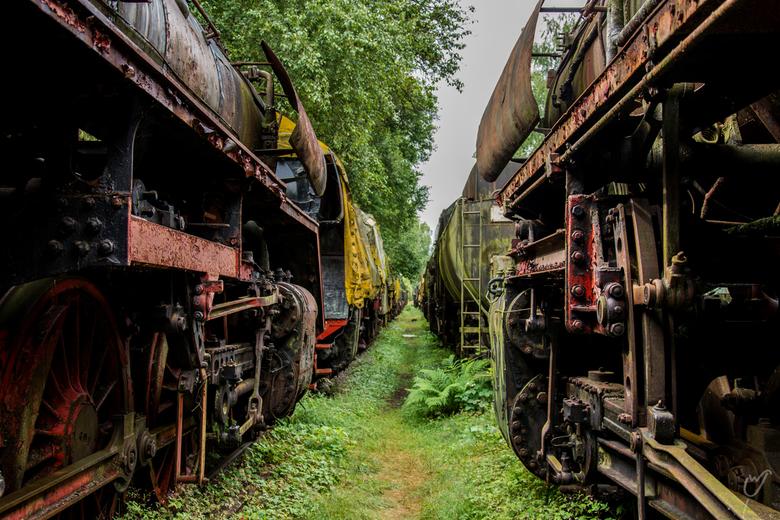 Wielen en stangen - En zo word je meegezogen naar achteren. Tonnen staal en techniek, die helaas stil zijn komen te staan..