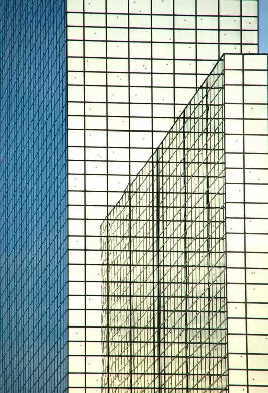 Uitstapje - Gisteren heb ik een uitstapje naar Rotterdam gemaakt, en dat betekende voor mij ook een uitstapje in de fotografie: architectuur in plaats