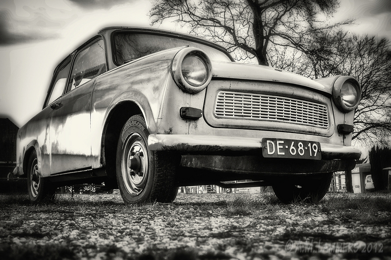 Trabant - Bij station Beekbergen staat ook nog deze oude trabant. Ook weer een bewerking naar zwart/wit met silver efex pro.