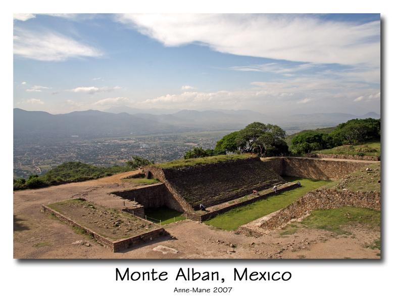 Monte Alban - Alweer de zoveelste foto van onze reis in Midden-Amerika. Monte Alban is een complex van de Tolteken bij de plaats Oaxaca in Mexico. Het
