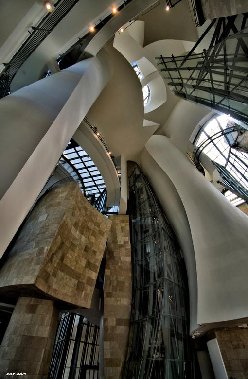 Inside the Gugenheim  - Foto van het binnenwerk van het Gugenheim….. ERG indrukwekkend!!!<br /> Mvg. Ray