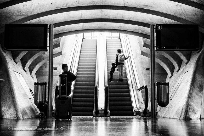 Coming or going? - Straatfotografie op station Luik-Guillemins