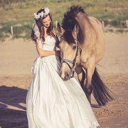 bruid met haar paard