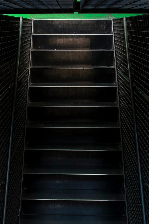 stairs, different way - Het is goed kijken hoe deze foto is gemaakt.
