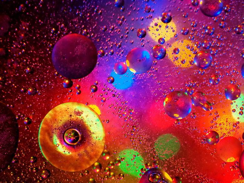 kleurige olie - spelen met olie