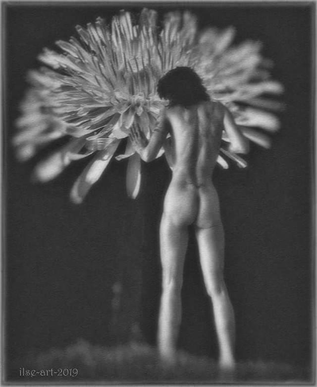 Touch the early spring - selfportrait - Dit keer heb ik weer eens van 2 zelfgemaakte foto&#039;s één beeld gemaakt.<br /> <br /> Model, fotografie e