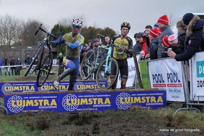 IMG_6980 - Lars Boom en Gosse van der Meer in actie tijdens de Centrumcross Surhuisterveen