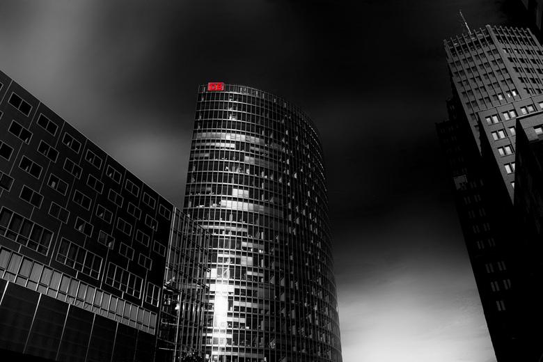 DB Toren Berlijn - Hierbij nog een foto uit Berlijn<br /> <br /> De BahnTower is een kantoortoren in Berlijn. Het is de zetel van de Deutsche Bahn e