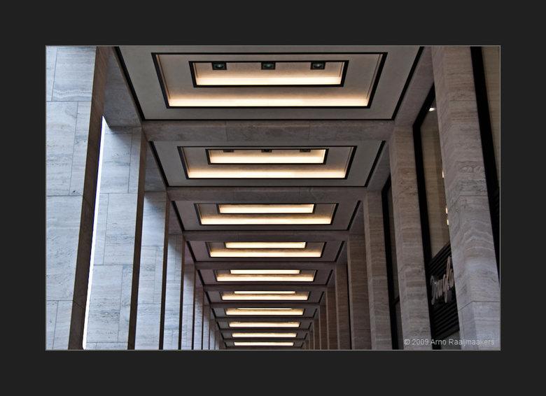 Berlijn82 - Berlijn... onuitputtelijk<br /> <br /> Deze galerij langs &#039;Unter den Linden&#039; vroeg erom om vereeuwigd te worden...