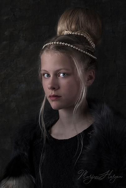 Meisje met sjaal - Meisje met sjaal. Fine-art portret geïnspireerd op de portretten van de oude meesters uit de Barok.