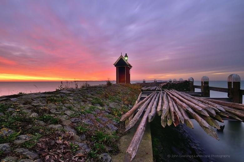 Haveningang Volendam - Haveningang Volendam bij zonsopkomst.<br /> <br /> www.johnleeninga.nl