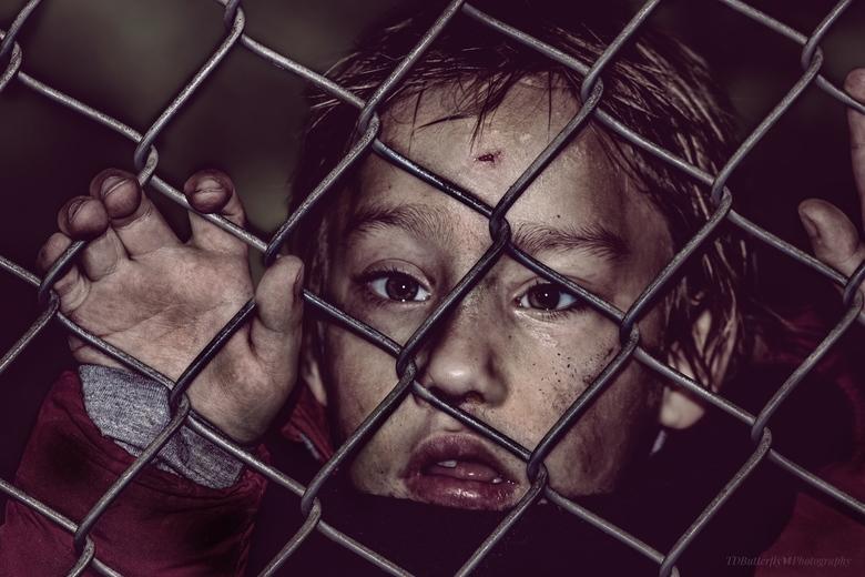 don't leave me - Deze plaat is gemaakt met de gedachten aan alle kinderen die worden achter gelaten en leven in barre omstandigheden