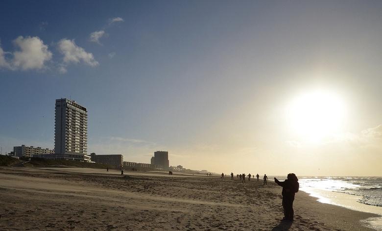 Strand in november - Tegenlicht op het strand