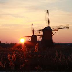 Kinderdijk molens bij zonsondergang