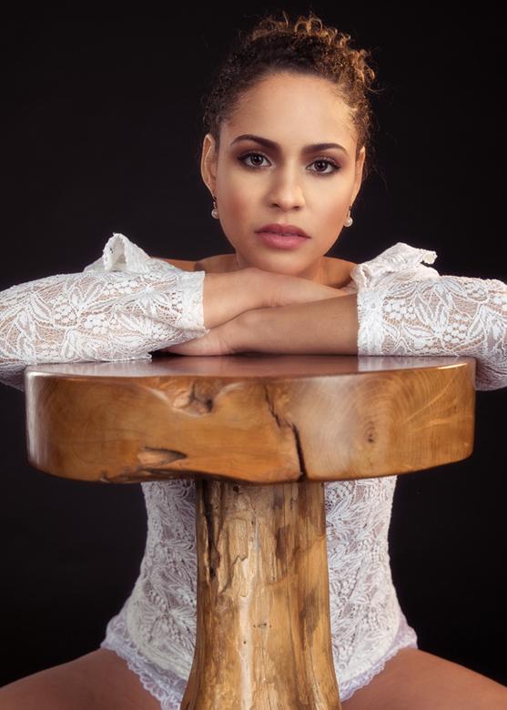 Dilana with stool - model Dilana