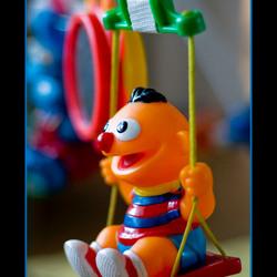 Ernie op de schommel