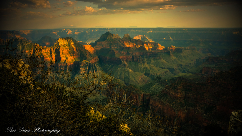 Grand King of Canyons - USA - het blijft magisch, onwerkelijk en mystiek. De magie van de laatste zonnekracht... kou en warmte die elkaar voelen... he