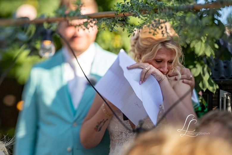 Blessed - Shot gemaakt met de Canon TS-90mm/2.8L tijdens een dankwoord van de bruid, aan haar moeder.