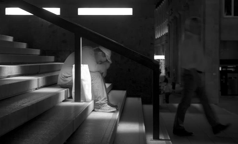 Ignored - Dakloze in Keulen bij de Dom